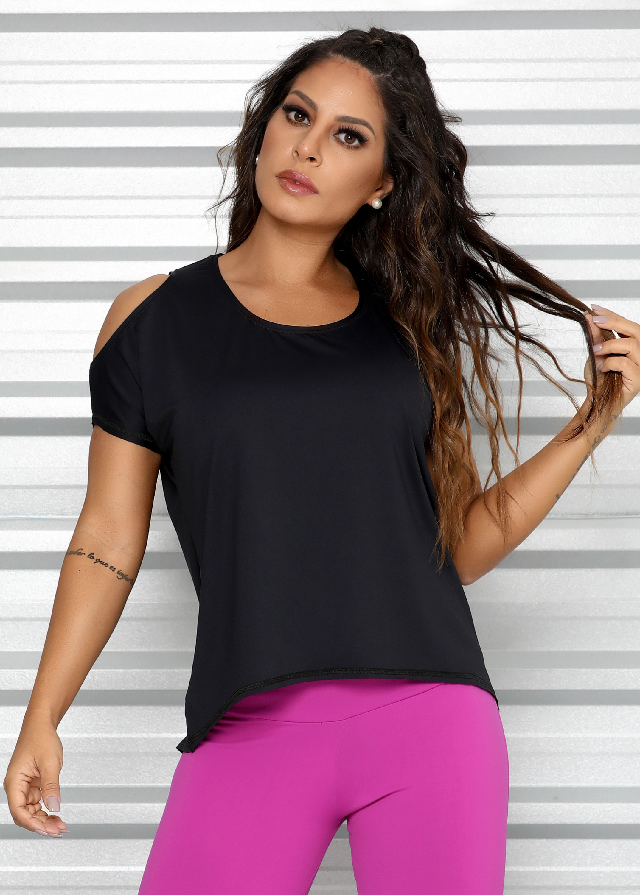 Camiseta Comfort Mullet com Ombro de Fora em Microfibra Geladinha - Donna  Carioca - Moda fitness com preço de fábrica 9106d7dc9a8