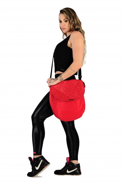 Bolsa Fitness em Nylon Amassado com Detalhe em Matelassê e Zíper