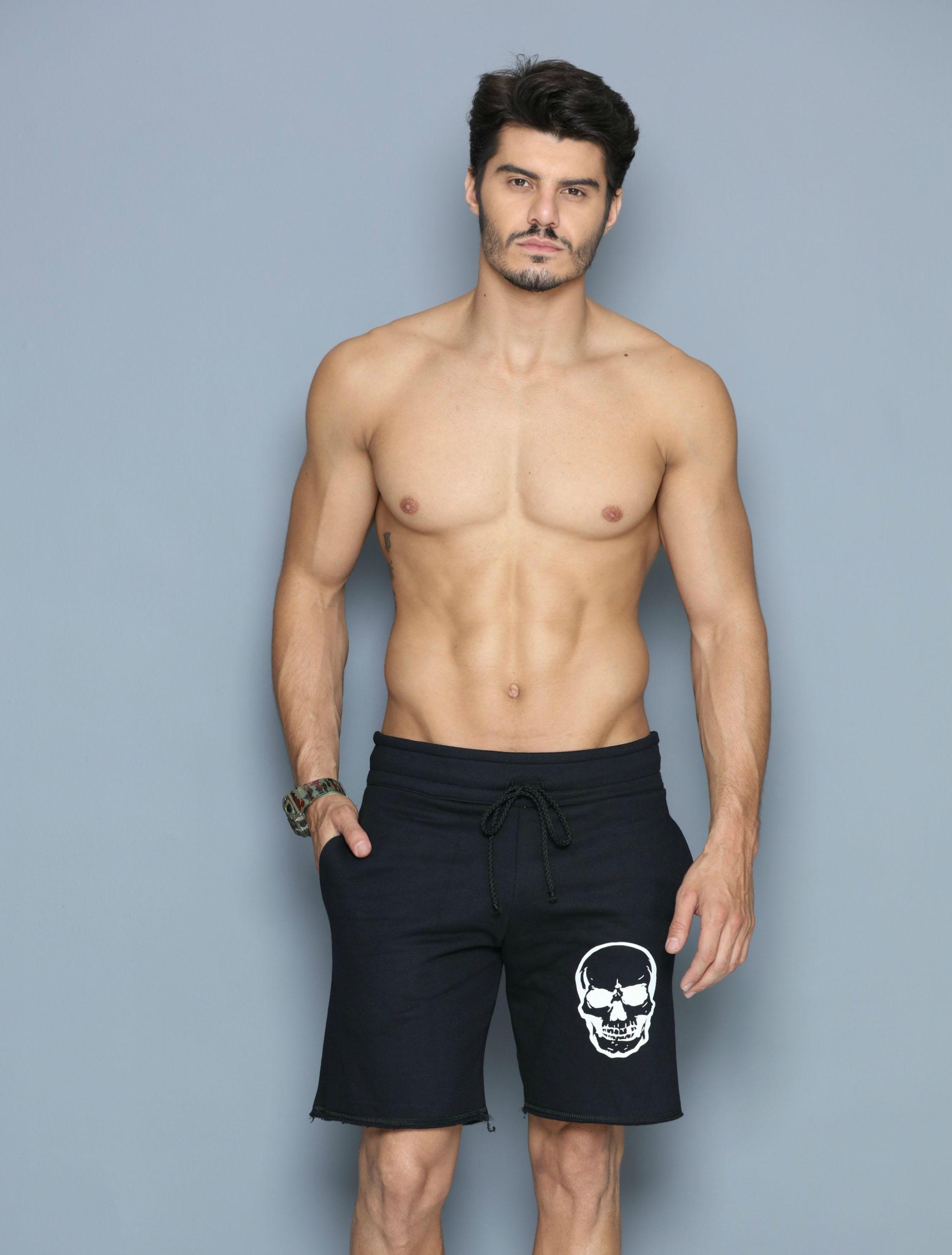 85c5d6bfa Bermuda Skull em Moletom Preto com Estampa Branca - Donna Carioca - Moda  fitness com preço de fábrica